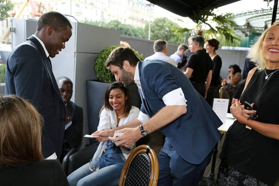 Magicien à Lyon et en Suisse pour animer repas d'entreprise