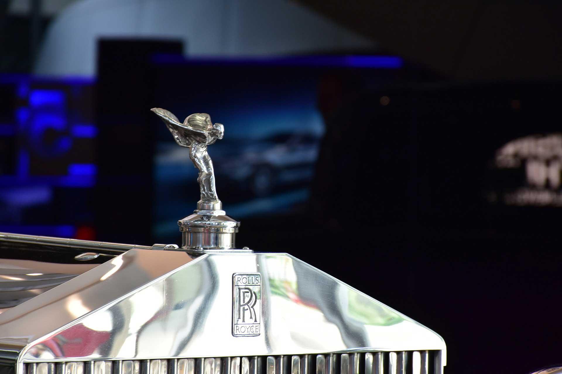 Magie promotionnelle en Suisse pour le lancement d'une limousine à Genève