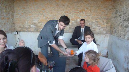 Regarde mon enfants, voici un magicien pour toi