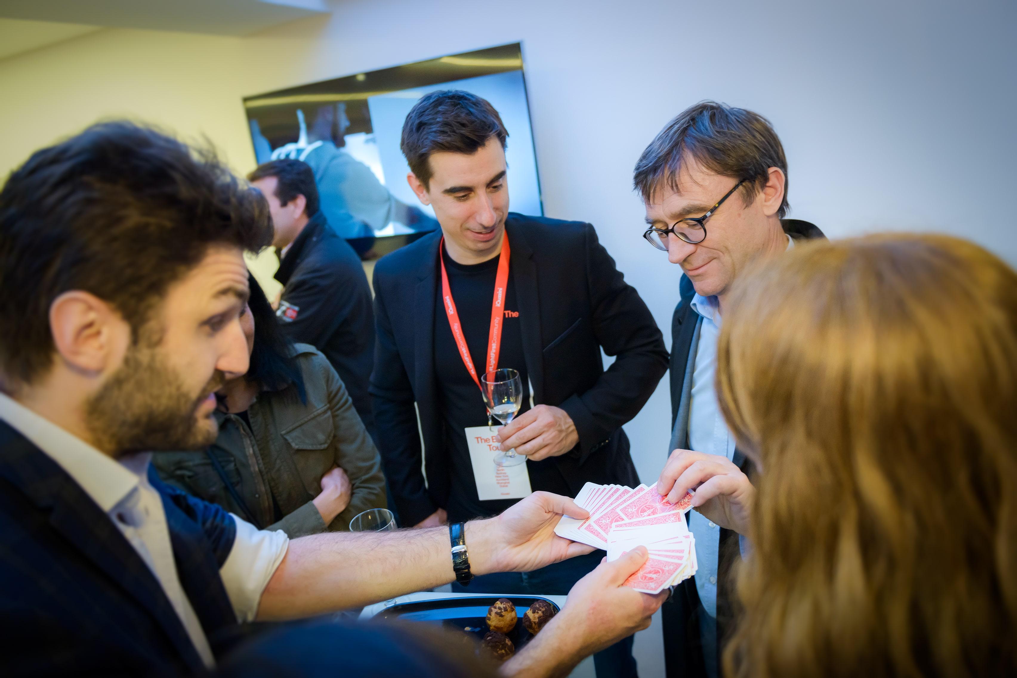 magicien pour animer un stand à Geneve Paris Lyon