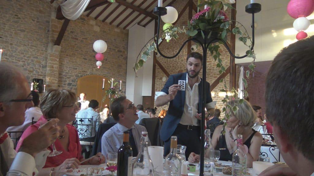 Animation Mariage à Paris Magicien Mentaliste magie a table de mariage