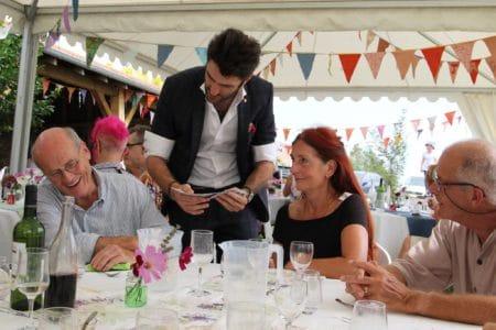 Animation Mariage à Paris Magicien Mentaliste repas magicien